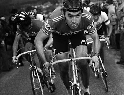 Eddy Merckx guida la ciurma, ancora per poco, nell'improbabile (e chiaccheratissima) Ronde 1977.