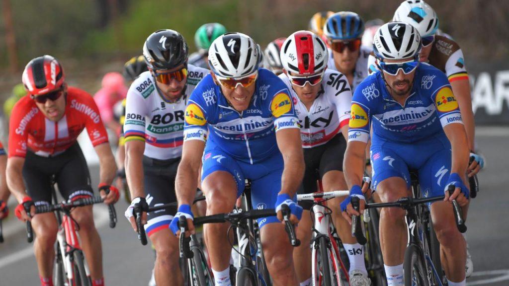 Philippe Gilbert e Julian Alaphilippe guidano il gruppetto dei big all'ultima Milano-Sanremo (che vincerà il francese). A ruota, tra gli altri, Peter Sagan e Matteo Trentin.