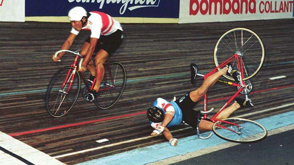1982, Mondiali di Leicester, finalissima della Velocità professionisti. Koichi Nakano contro Gordon Singleton: i due non si amavano..