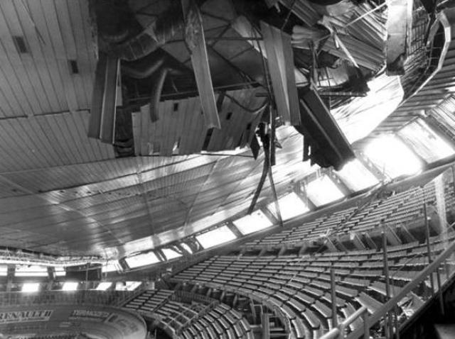 Il 17 gennaio 1985, dopo un metro di neve (e i pluviali ostruiti), il tetto del Palazzone crolla.